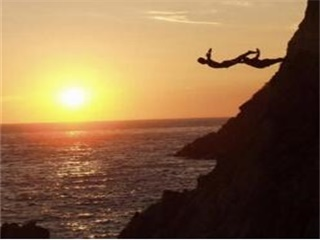 1-Day La Perla (High Cliff Divers by Night) Tour from Acapulco