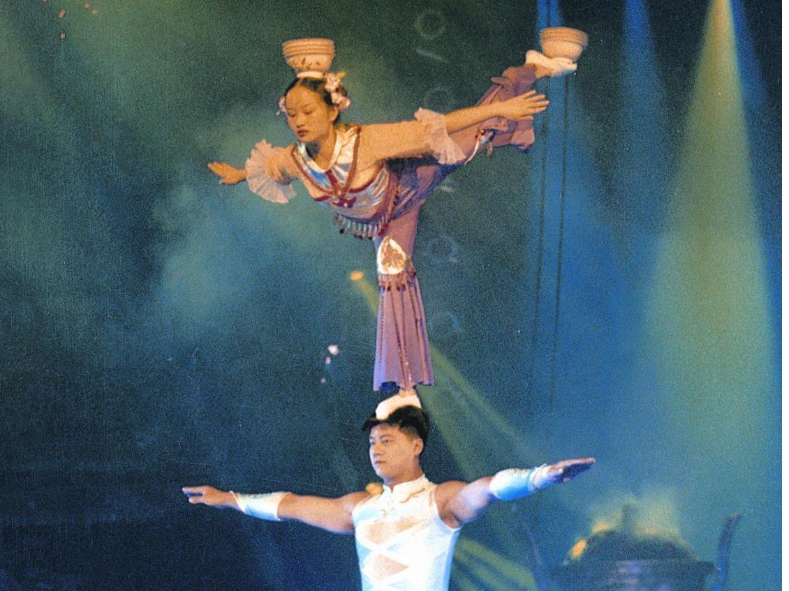 Chinese Acrobatics & Shanghai Evening Tour
