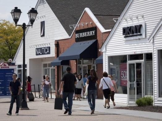 1-Day Woodbury Common Premium Outlets Tour from Queens, New York