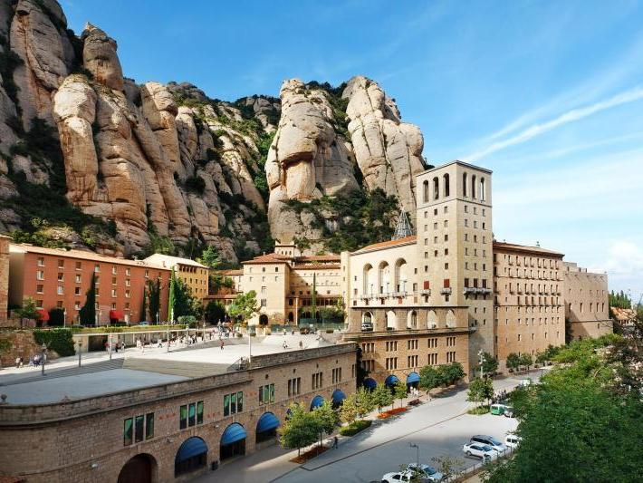 Montserrat Morning Tour by Bus from Barcelona