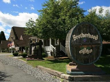 1-Day Hudson Valley Apple Picking and Brotherhood Winery Tour from New York