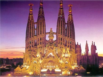 Gaudi's Modernist Legacy in Barcelona: Sagrada Familia Small Group Walking Tour