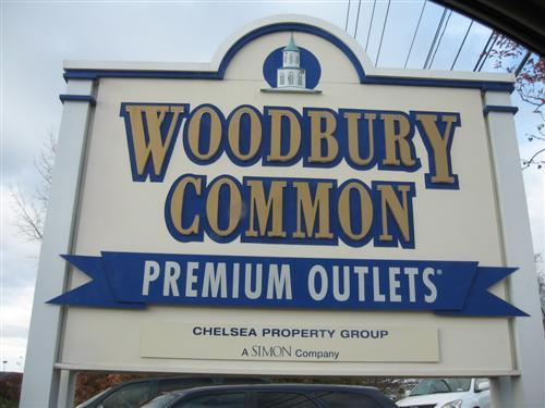 3-Day Woodbury & Crossings Premium Outlets Thanksgiving Shopping Tour from Toronto