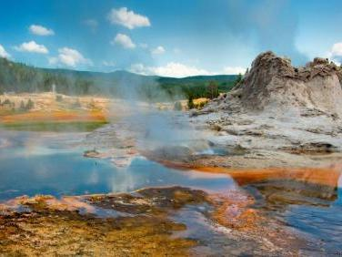 8-Day Yellowstone National Park Overnight, Grand Canyon West, Grand Teton Tour from Los Angeles/Las Vegas