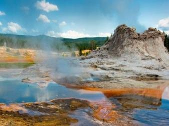 10-Day Yellowstone National Park Overnight, Grand Canyon West Tour from Los Angeles with Airport Pickup