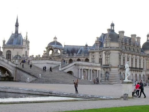 1-Day Chantilly Castle, Prince de Conde's Stables, and Aristocrats Dinner from Paris