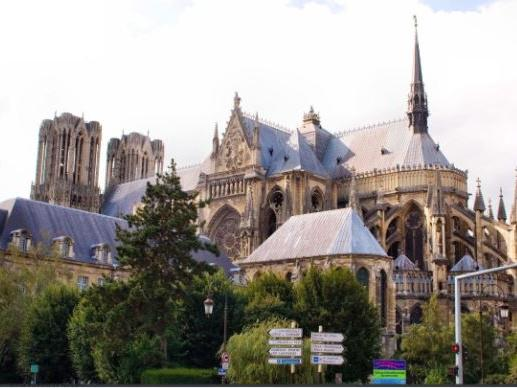 1-Day Capital of Coronations and Champagne Tour from Paris