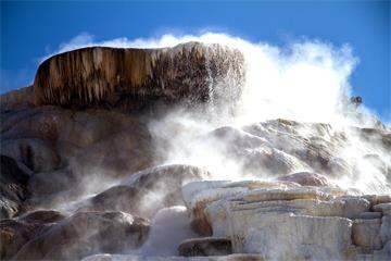 9-Day Yellowstone National Park, Antelope Canyon, Mt. Rushmore Tour from Los Angeles with Airport Pickup