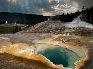 8-Day Yellowstone National Park, Antelope Canyon, Mt. Rushmore Tour from Los Angeles with Airport Pickup