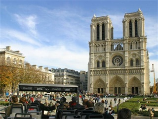 1 Day Hop-on-Hop-Off Tour & 2 Day Museum Pass from Paris