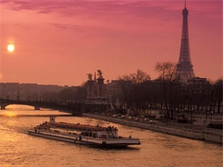 Paris Dinner Cruise with Bateaux Parisiens