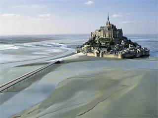 2 Day Mont Saint Michel & Loire Valley Tour from Paris