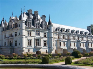 1 Day Castles of the Loire Valley Tour from Paris