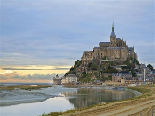 2 Day Mont Saint Michel & Castles of the Loire Valley Tour from Paris