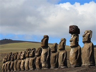 5-Day Santiago City, Easter Island and Valparaiso Tour from Santiago