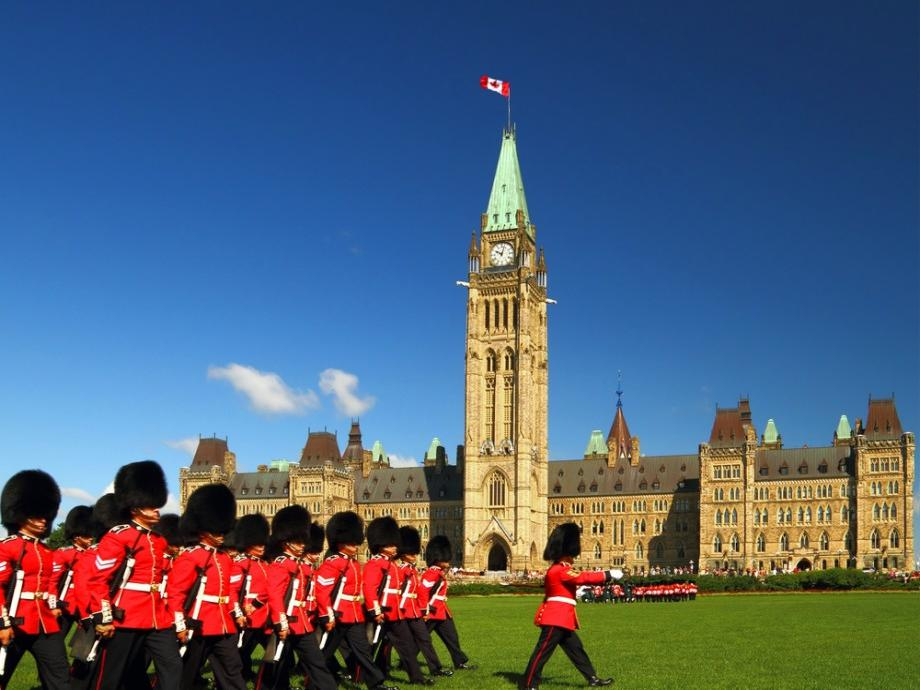 11-Day East Canada and Niagara Falls Essential Tour Package from Toronto