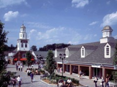 1-Day Woodbury Shopping Tour from New York
