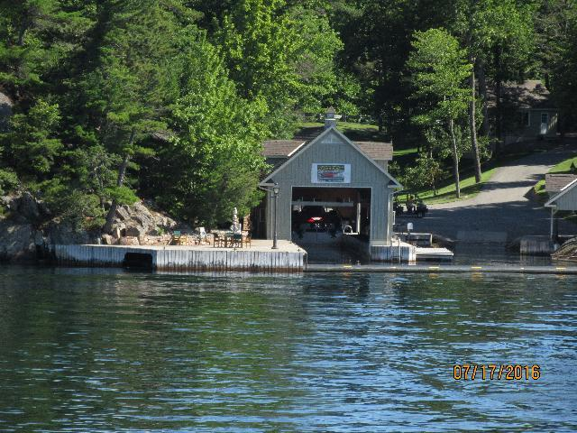 Thousand island personal boat house