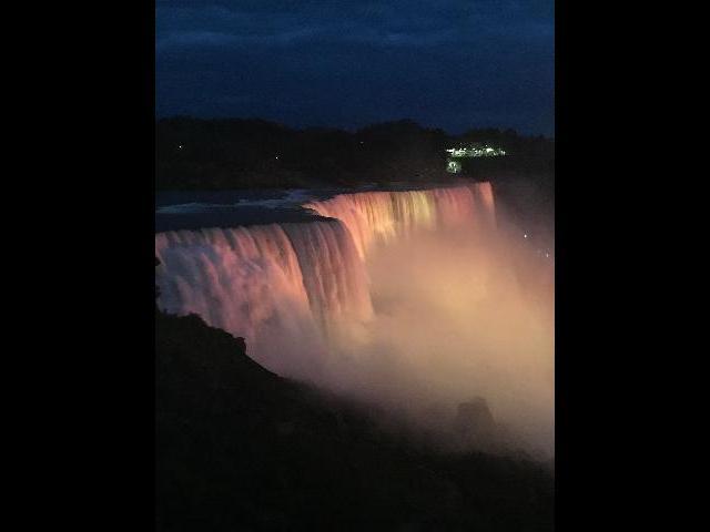 night view of Niagra Falls