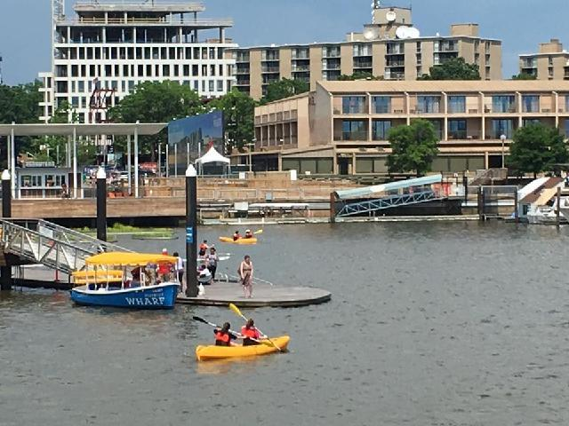 DC cruise kayakers