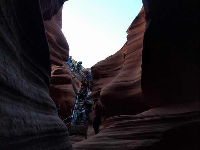 Antelop Canyon Steps getting down