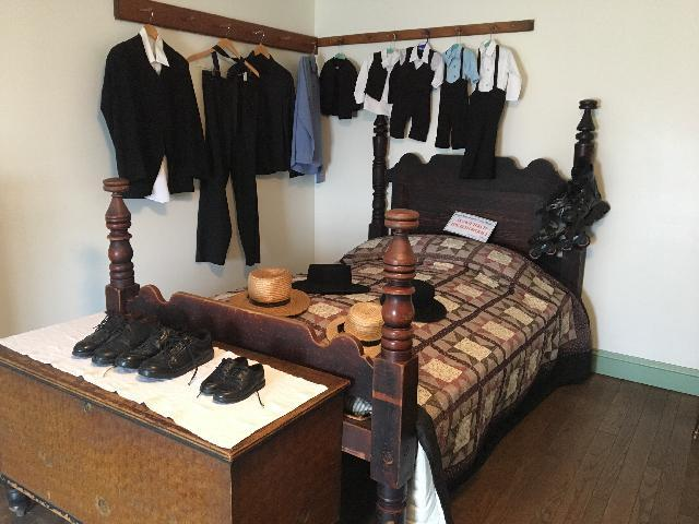 Amish Village, Boys Room