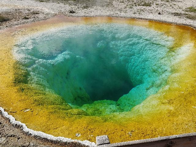 Yellowstone Park Colourful Geysers