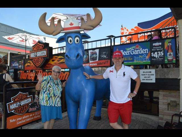 Visiting the Blue Moose Trading Co. on Clifton Hill Street in Niagara Falls, Horseshoe Falls, Ontario, Canada