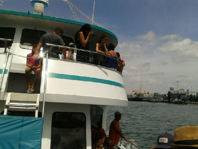 Fay & Shams in the cruise to see the stars homes offered with 1 Day Miami Trip