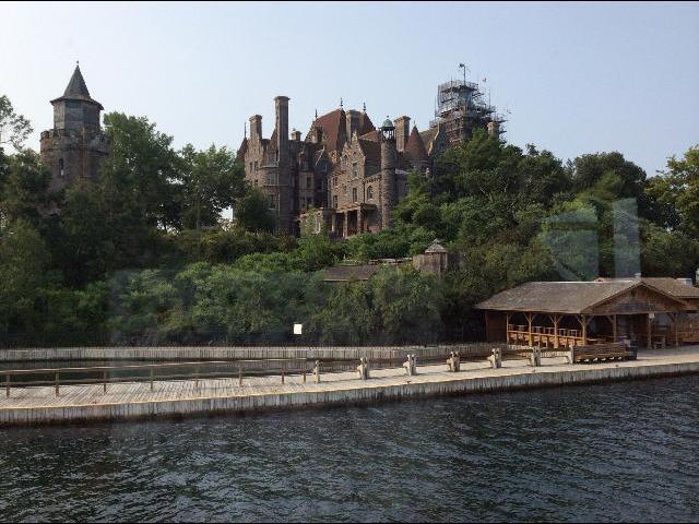 Gorgeous house on lake