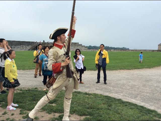 1812 battle sight soldier giving live musket shooting