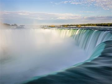 2-Day Toronto, Niagara Falls, Thousand Island Insight Tour from Montreal