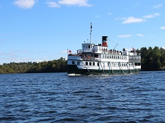 5-Day Muskoka Lake, Niagara Falls Vibrant Fall Foliage Tour from Toronto