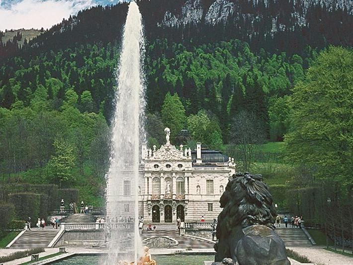 1-Day Royal Castles Neuschwanstein and Linderhof Tour from Munich