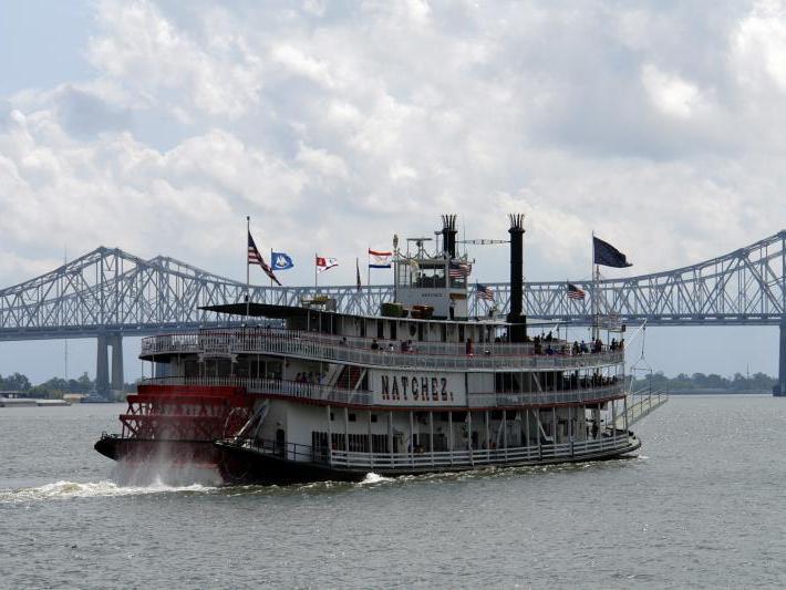 Steamboat NATCHEZ Dinner Jazz Cruise