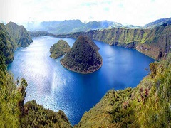 14-Day Otavalo, Cotopaxi, Riobamba, Guayaquil, Isabela Island and Sierra Negra Volcano Tour from Quito