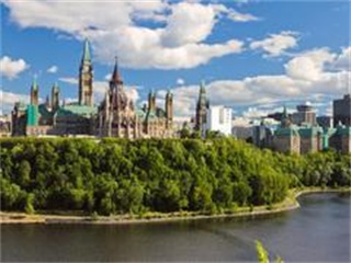 4-Day Canada East, Algonquin, Ottawa, Montreal, Quebec and Thousand Island In-depth Fall Foliage Tour from Toronto