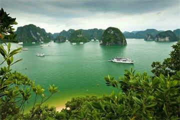 12-Day Very Classic Vietnam Tour from Ho Chi Minh City with Airport Transfers