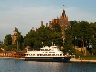 2-Day Toronto, Niagara Falls and Thousand Islands Tour from Mo...