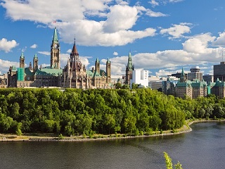 6-Day Niagara Falls, Quebec, Ottawa and Montreal Small Group Tour from Toronto with Airport Transfer