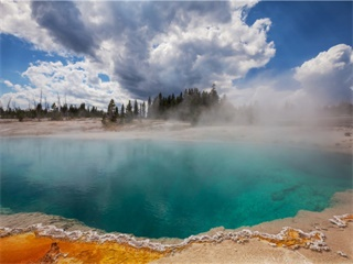 5-Day Seattle and Yellowstone Tour at Your Choice from Seattle