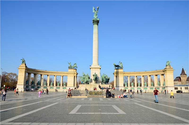 2 14 Day Prague Budapest Vienna Amsterdam Paris Europe Explorer Flexible Tour From Prague In English Taketours